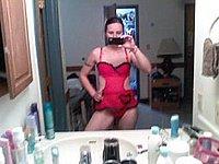 Junge Frau fotografiert sich nackt