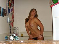Junge h�bsche Frau mit nackten Br�sten