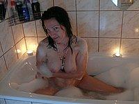 Sch�ne junge Frau nackt im Badezimmer