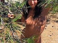 Heisses Luder nackt im Urlaub