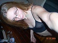 Junge Studentin fotografiert sich selbst nackt