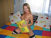 Scharfe Blondine nackt fotografiert