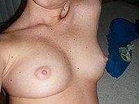 Geile nackte Amateurin und ihre leckere Muschi