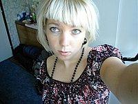 Junge Blondine privat nackt fotografiert