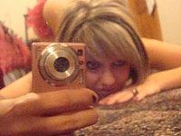 H�bsches M�dchen macht geile intime Fotos von sich