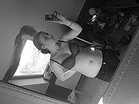 Schüchternes Mädchen macht intime Fotos von sich selbst