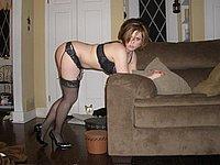 Scharfe Fotos einer sexy Strapsmaus