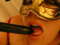 Blonde leckere Muschi beim Vibrator Sex