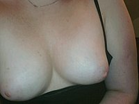 Feuchte Hausfrau mit blank rasierter Lustgrotte