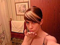 Junge schöne Frau mit geilen Titten