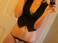 Junge scharfe Blondine nackt und privat beim Sex