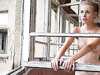 Scharfes M�dchen nackt fotografiert