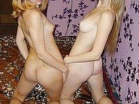 Zwei scharfe M�dchen ziehen sich aus