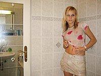 Junge h�bsche Blondine und ihrer ersten Erotik Fotos