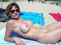 Sch�ne Frau nackt im Freien