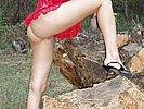 Sexy Naturistin nackt im Freien