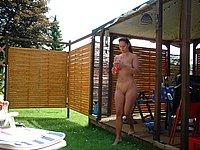 Sch�ne Frau nackt im Freien und private Nackt Bilder