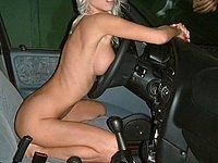 Geile Blonde Sau Mit Langen Beinen Nackt Im Auto