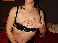 Hausfrau zeigt dir ihre nackten Br�ste