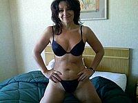 Scharfe Hausfrau privat nackt fotografiert