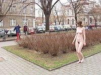 Geiles M�dchen nackt in der �ffentlichkeit