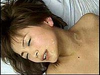 Sex mit zwei Kerlen - Asiatin l�sst sich v�geln und besamen