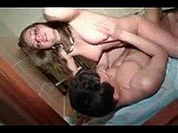Junges geiles Paar beim Sex im Badezimmer