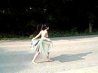 Kleines Luder (18) freiz�gig auf der Strasse