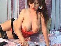 Webcam Luder mit dicken Titten und schwarzen Strapsen