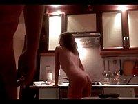 Geiler Sex in der Küche mit der heißen Ehefrau